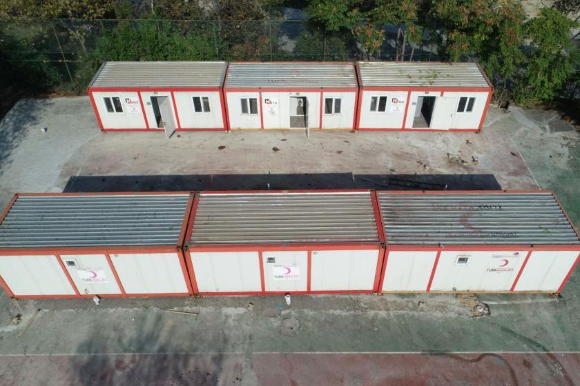 Depremde hasar gören İÜC Veteriner Fakültesi, hizmetini konteynerlerde sürdürecek