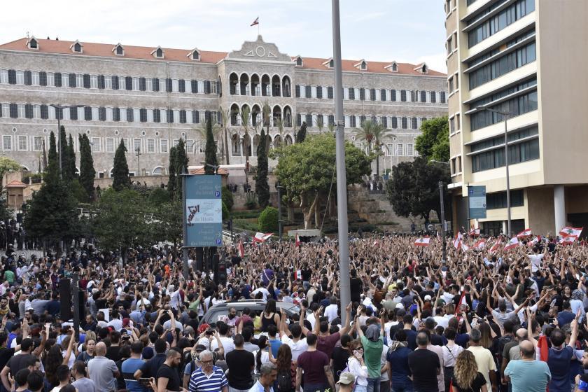 Lübnan'da halkın protestosu ve yol kapatma eylemleri sürüyor