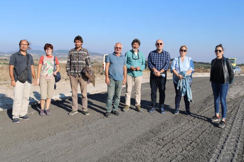Foça'da yaşam alanı savunucuları yol yapımında cüruf kullanılmasına karşı nöbette
