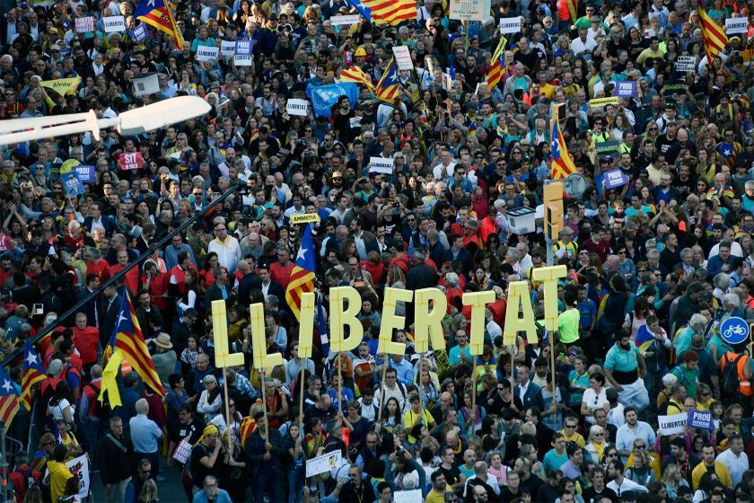 Bağımsızlık talep eden Katalanlar yine Barselona sokaklarını doldurdu
