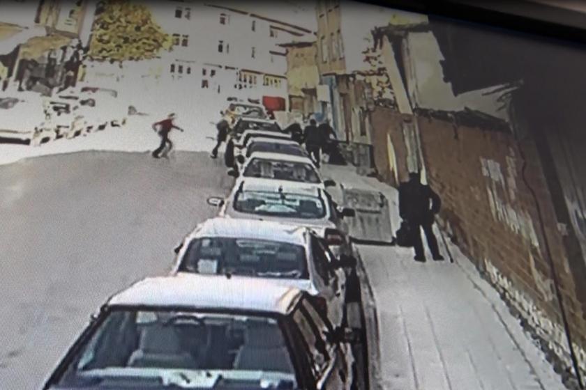 Çorum'da Erdal Eker isimli erkek, eski eşini ve akrabasını sokak ortasında bıçakladı