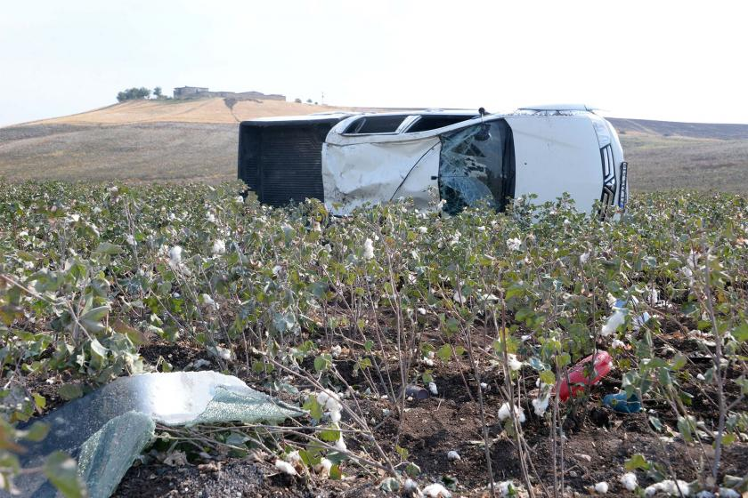 İşçi taşıyan kamyonet takla attı: 5 işçi yaralı