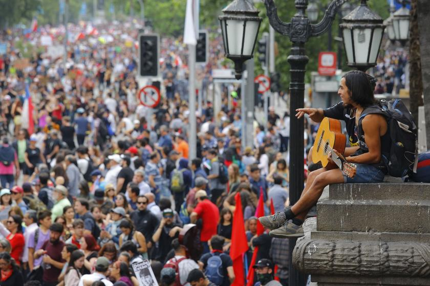 Şili'de protestolar sürüyor: Halk, devlet başkanının istifasını istiyor