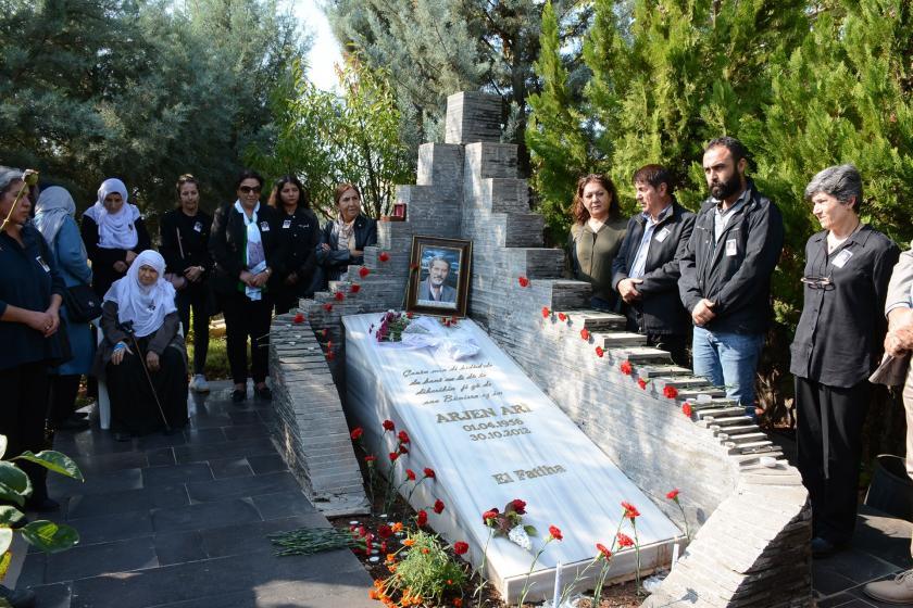 Şair Arjen Arî mezarı başında anıldı