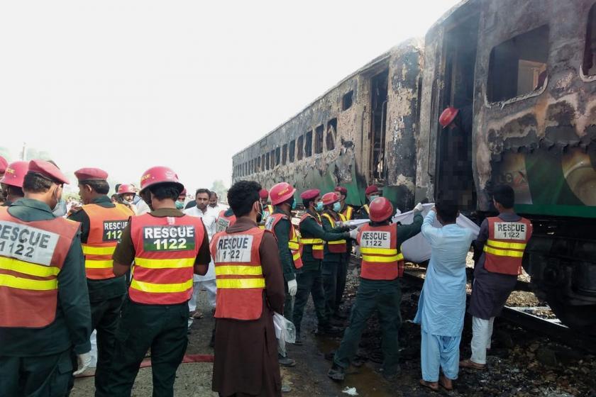 Pakistan'da yolcu treninde yangın: 74 ölü, 40'tan fazla yaralı