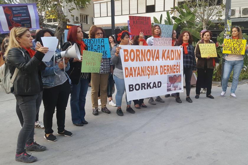 Bornovalı kadınlar şiddete ve yargı paketine karşı sokağa çıktı