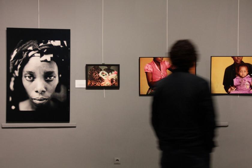 Fransız Sanatçı Lam Duc Hien'in kadın ve çocuklara yönelik şiddeti anlatan fotoğrafları