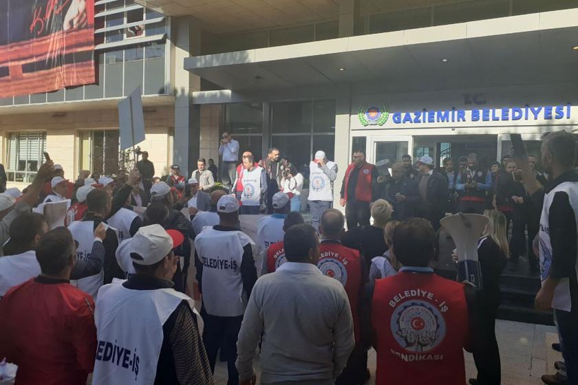 Belediye-İş, Gaziemir Belediyesinin sendika üyesi işçileri işten çıkarmasını protesto etti
