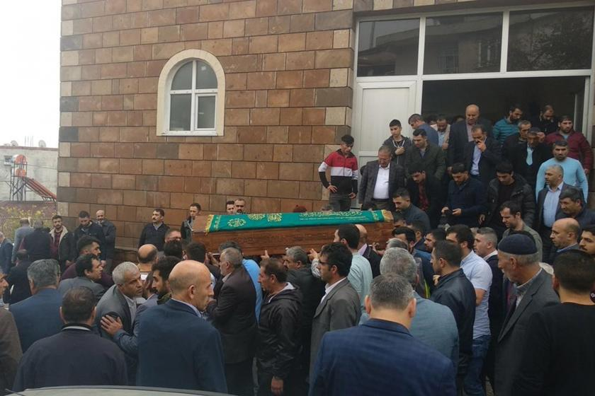 Kocaeli'nin Dilovası ilçesinde kimya fabrikasında çıkan yangında yaşamını yitiren işçilerden Hacı Al'ın cenazesi.