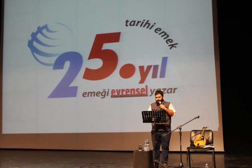 Evrensel Muhabiril Volkan Pekal, Evrensel gazetesi ile dayanışma etkinliğinde konuşmasını yaparken