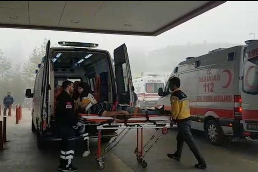 Bursa'da iş kazasında yaralanan 2 işçi ambulansla hastaneye kaldırıldı.
