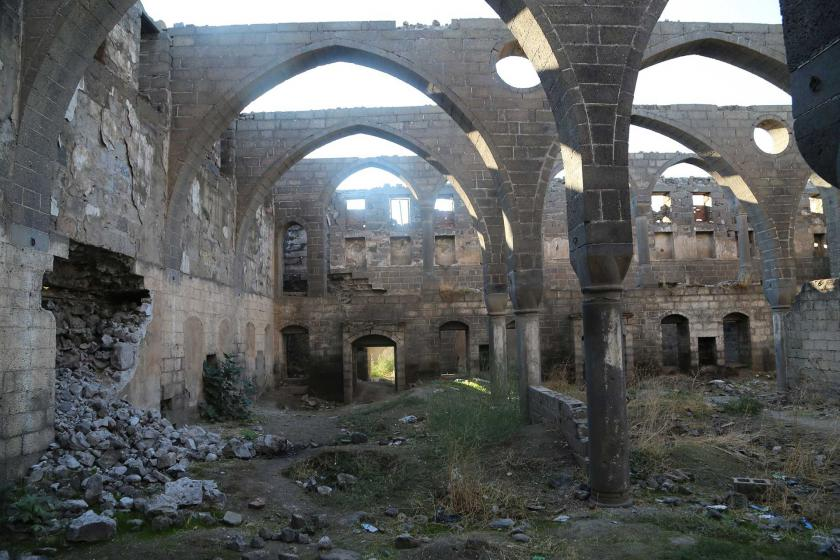 Yıkılmak üzere olan Diyarbakır Sur'daki Surp Sarkis Kilisesi