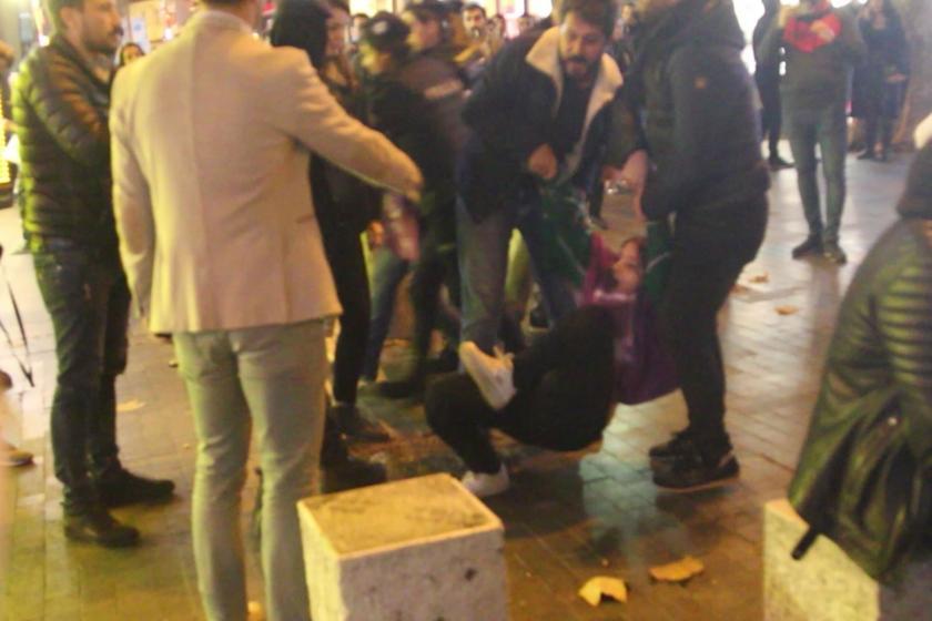 Kadıköy'de kadın cinayetlerini protesto eden kadınlar gözaltına alındı