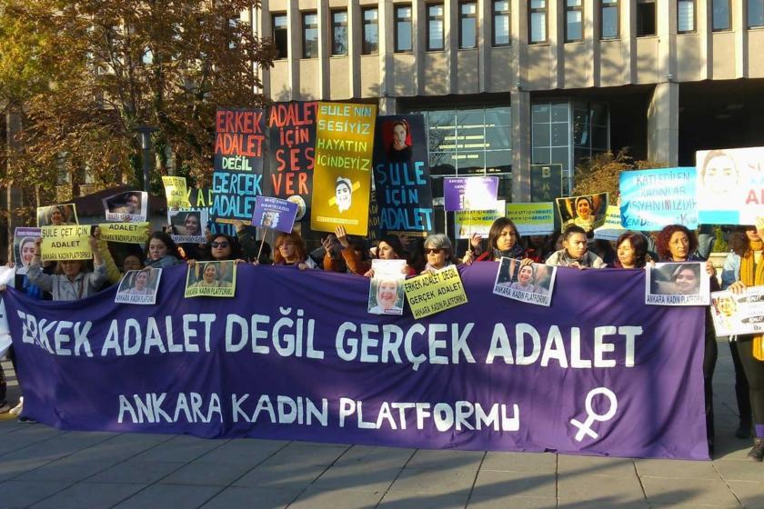 Şule Çet duruşması öncesi Adliye önünde açıklama yapan Ankara Kadın Platformu,