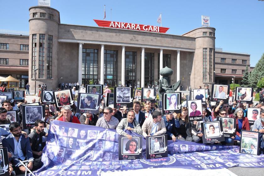Ankara Garı önünde 10 Ekim Ankara Katliamı anması