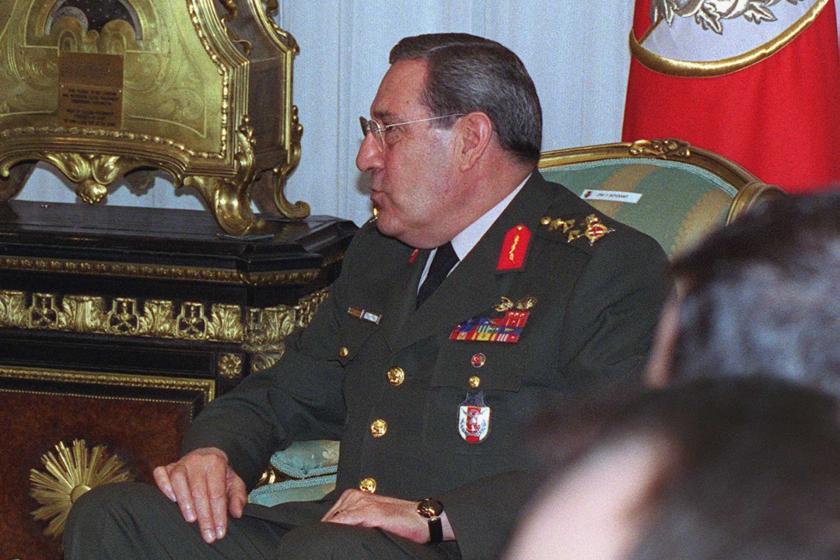 Üzerinde üniforması bulunan Yaşar Büyükanıt
