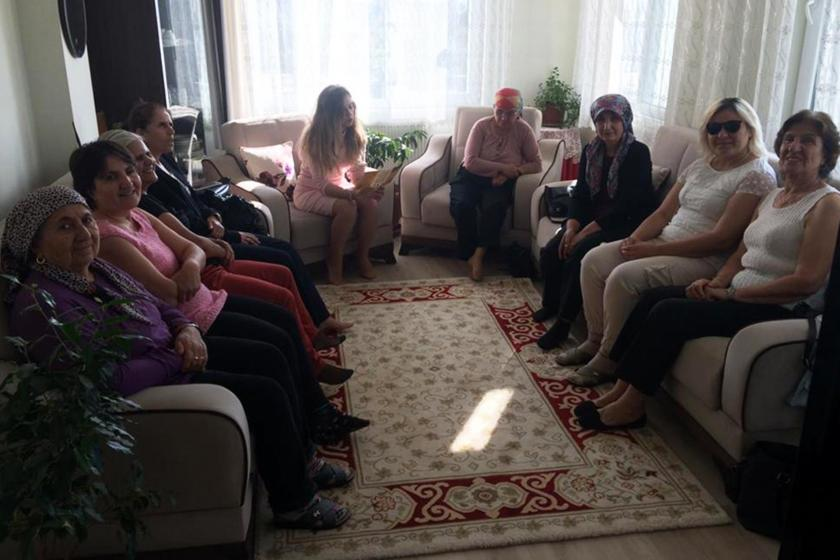 Antalya'da sorunlarını konuşmak için bir araya gelen kadınlar