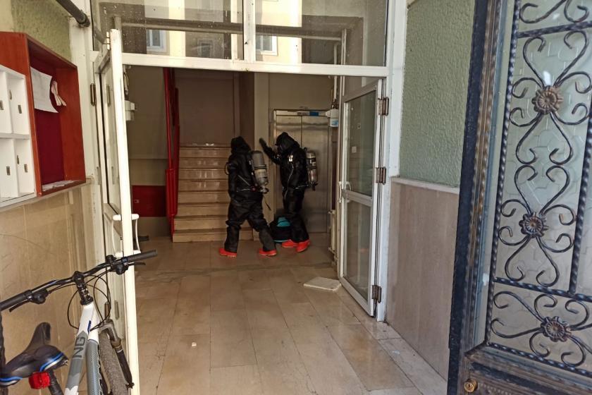 Erzurum'da bir apartmanda kimyasal madde şüphesi üzerine temizleme yapıldı