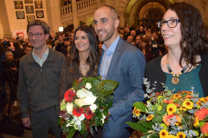 Belit Onay, Hannover Büyükşehir Belediye Başkanı seçilmesinin ardından tebrikleri kabul ederken