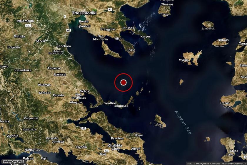 Ege denizi açıklarında gerçekleşen depremin harita üzerindeki yeri.