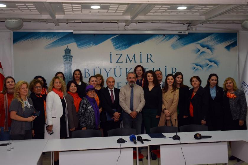 İzmir Barosu üyeleri ve Tunç Soyer
