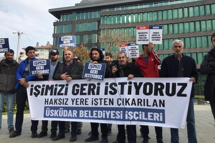 Üsküdar Belediyesinden atılan işçiler 'İşimizi geri istiyoruz' pankartı arkasında basın açıklaması yaparken