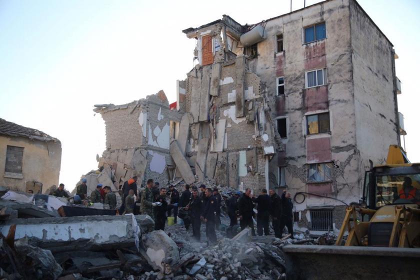 Arnavutluk'taki deprem sonrası yapılan arama kurtarma çalışmaları