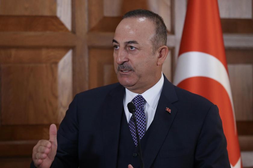 Dışişleri Bakanı Mevlüt Çavuşoğlu basın açıklaması yapıyor