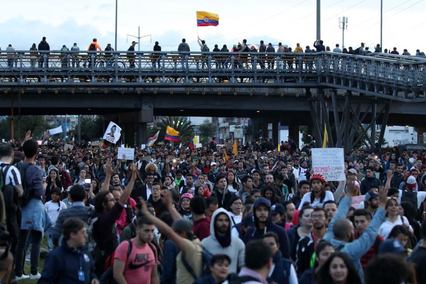 Kolombiya'da genel grevde sokağa çıkan halk