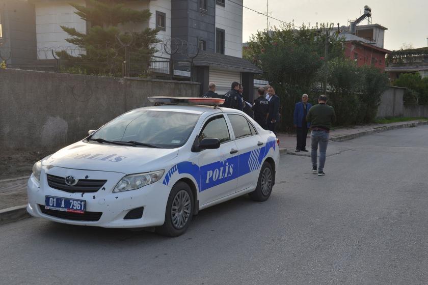 Adana'da polisler, Burcu T.'ye saldıran eşini arıyor