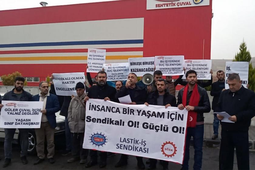 Güler Sentetik Çuval fabrikası önünde açıklama yapan sendika yetkilileri