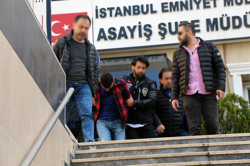 Mevlevi'nin öldürülmesiyle ilgili gözaltına alınan bir şüpheli İstanbul Emniyet Müdürlüğünden çıkarılırken