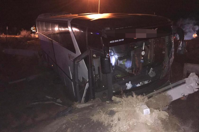 Bursaspor taraftarlarını taşıyan ve kaza yapan otobüs