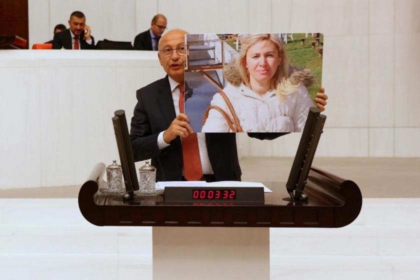 CHP Milletvekili Utku Çakırözer, Meclis kürsüsünde Ayşe Tuba Arslan'ın fotoğrafını göstererek cinayet hakkında konuşurken