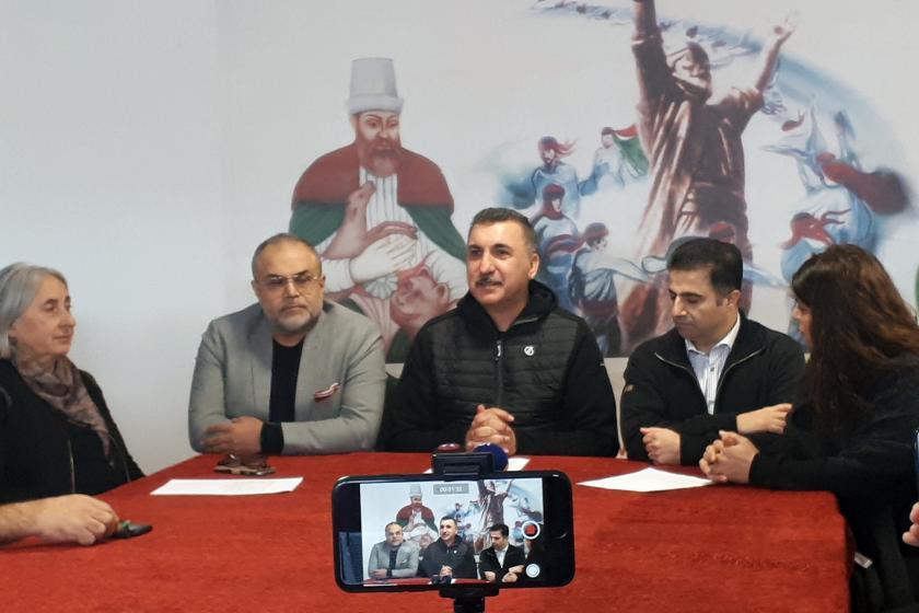 Ferhat Tunç basın açıklamasında konuşuyor