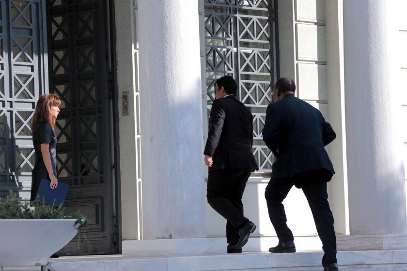 Libya'nın Atina Büyükelçisi Muhammed Yunus Menfi DIşişleri Bakanlığı binasına girerken