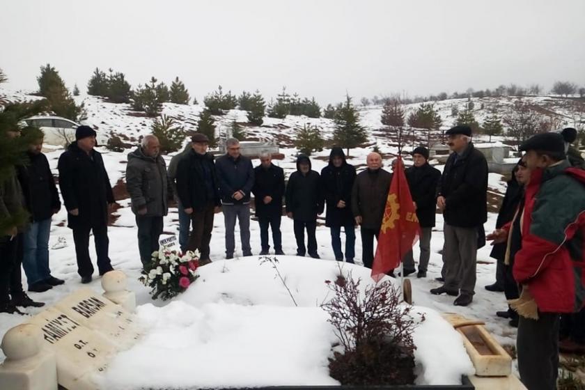 Eski Emek Partisi Doğanşehir İlçe Yöneticisi Molla Ali Barsan'ın mezarı başında yapılan anmadan bir fotoğraf