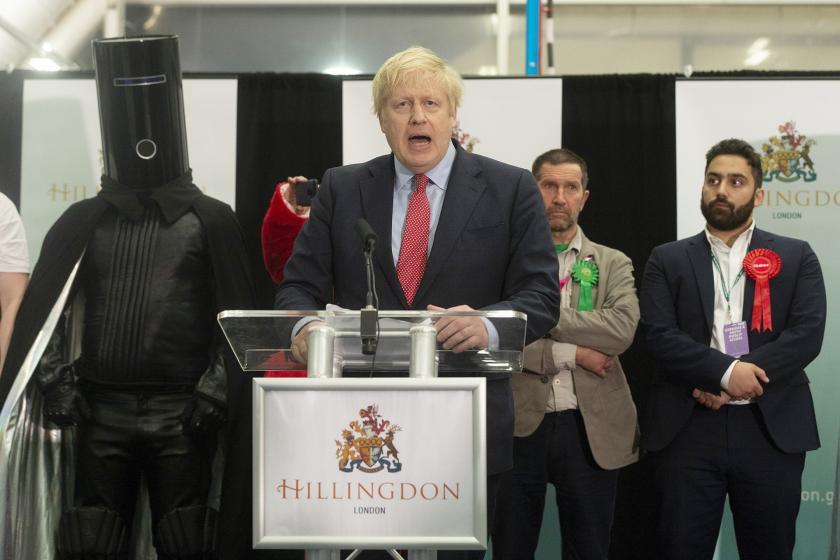İngiltere'de seçimi kazanan Boris Johnson açıklama yapıyor.