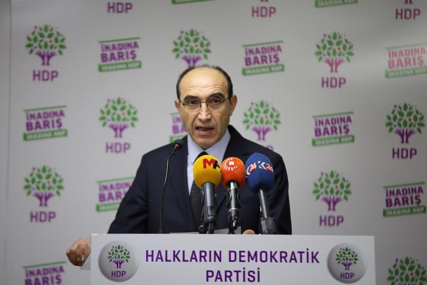HDP Sözcüsü Günay Kubilay basın toplantısı düzenliyor