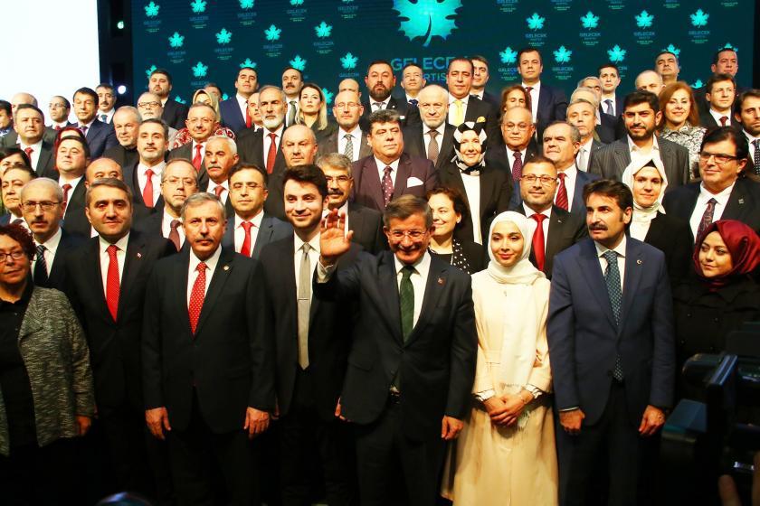 Gelecek Partisi kurucu üyeleri ve Ahmet Davutoğlu