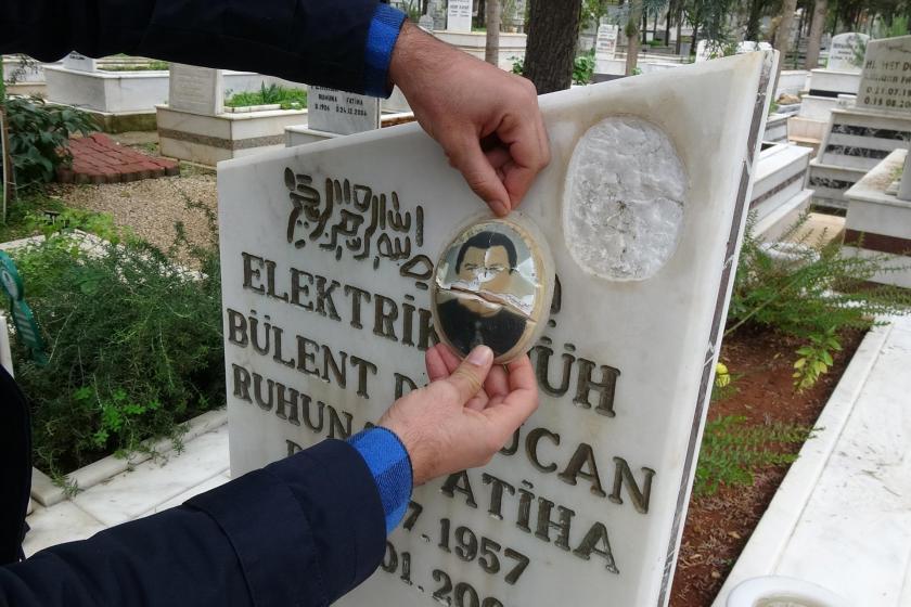 Mezar taşında bulunan fotoğraf tahrip edilen bir mezar
