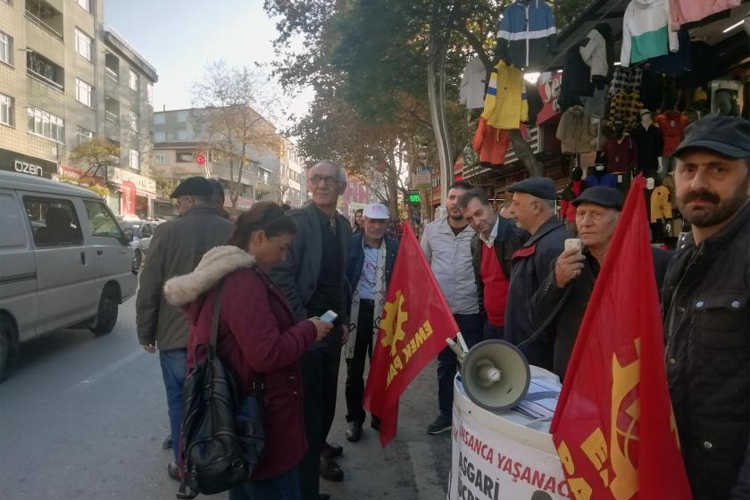 Darıca'da asgari ücret için açılan imza standı