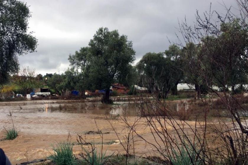Serik'te su baskını altında kalan evler