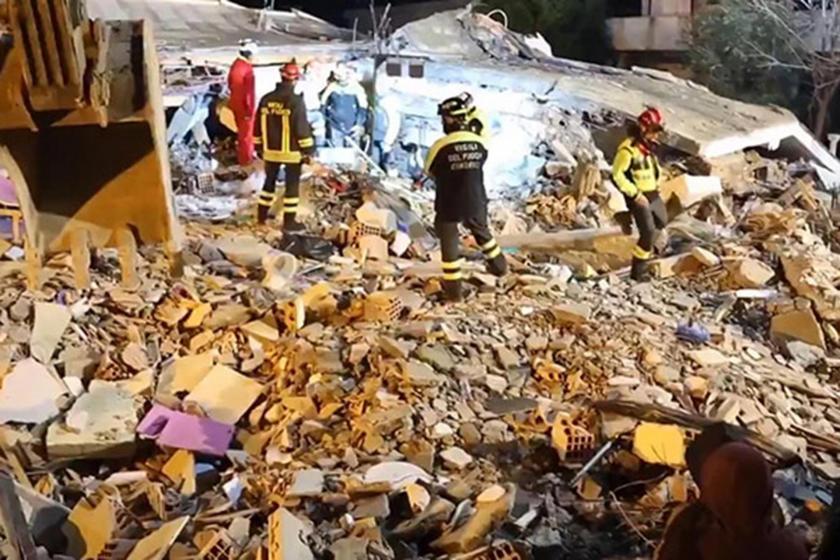 Arnavutluk'ta meydana gelen depremin ardından enkaz içerisinde devam eden arama-kurtarma çalışmaları