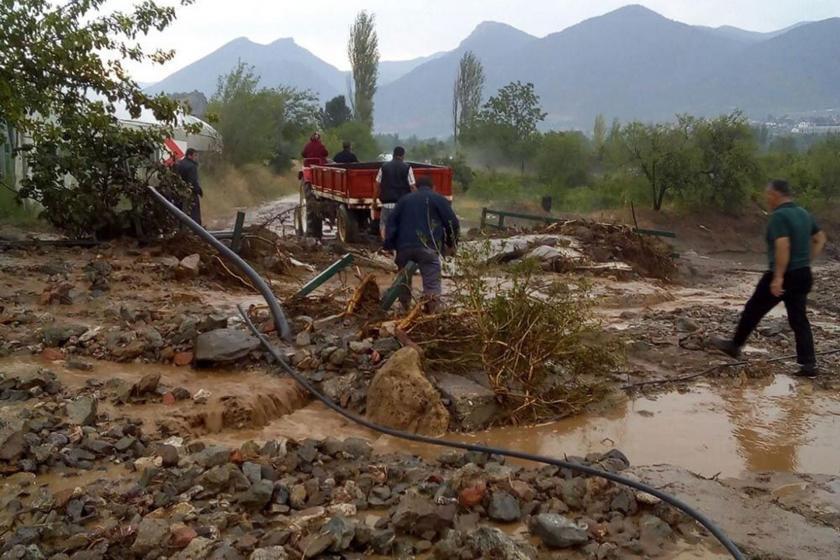 Eskişehir'de sel felaketinin ardından çiftçinin tarlasının geldiği vaziyet