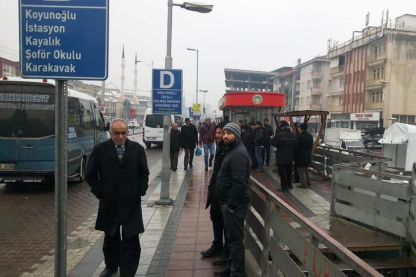 Malatya'da işe gitmek için servis bekleyen işçiler