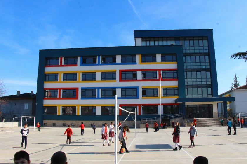 Tokat'taki Harun Yüksel Ortaokulunun binası