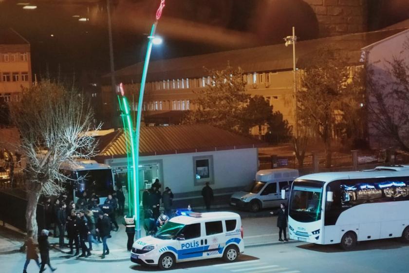 polis aracı ve polis memurları