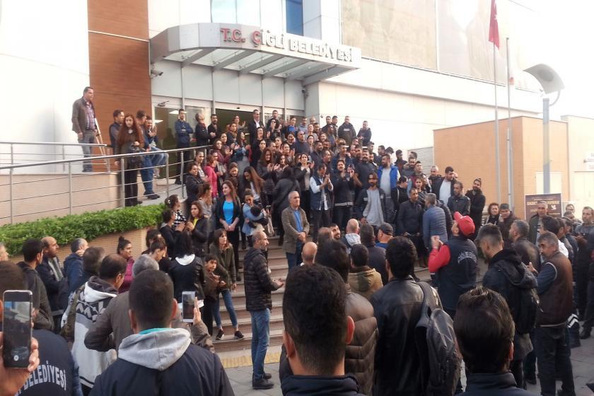 Çiğli Belediyesi İşçileri belediye binası önünde eylem yaptı