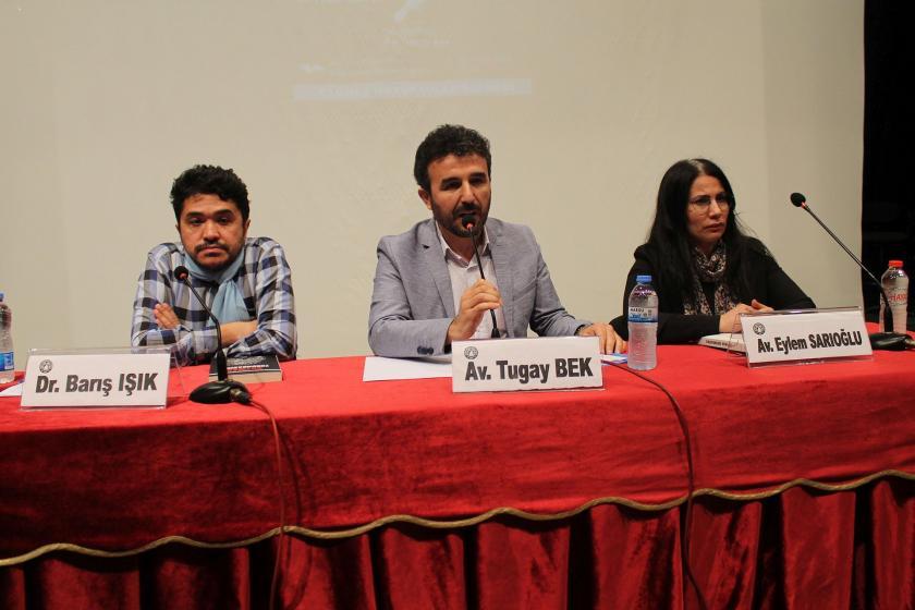 Dr. Barış Işık (solda), Avukat Tugay Bek (ortada) ve Avukat Eylem Sarıoğlu (sağda)